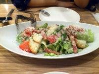 ヒラタパスタのシーザーサラダ