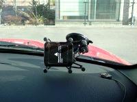 フロントガラスに付けたLuxa2 Car Mount H5